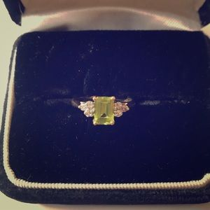 10kt YG Emerald cut Peridot Ring
